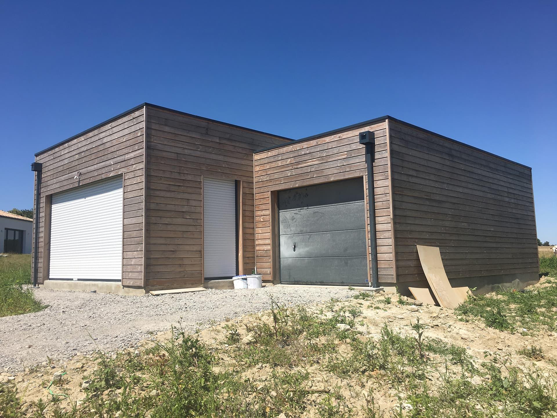 Maison bois facade cote garage - Permis de construire pour une maison en bois à Legé, proche Nantes