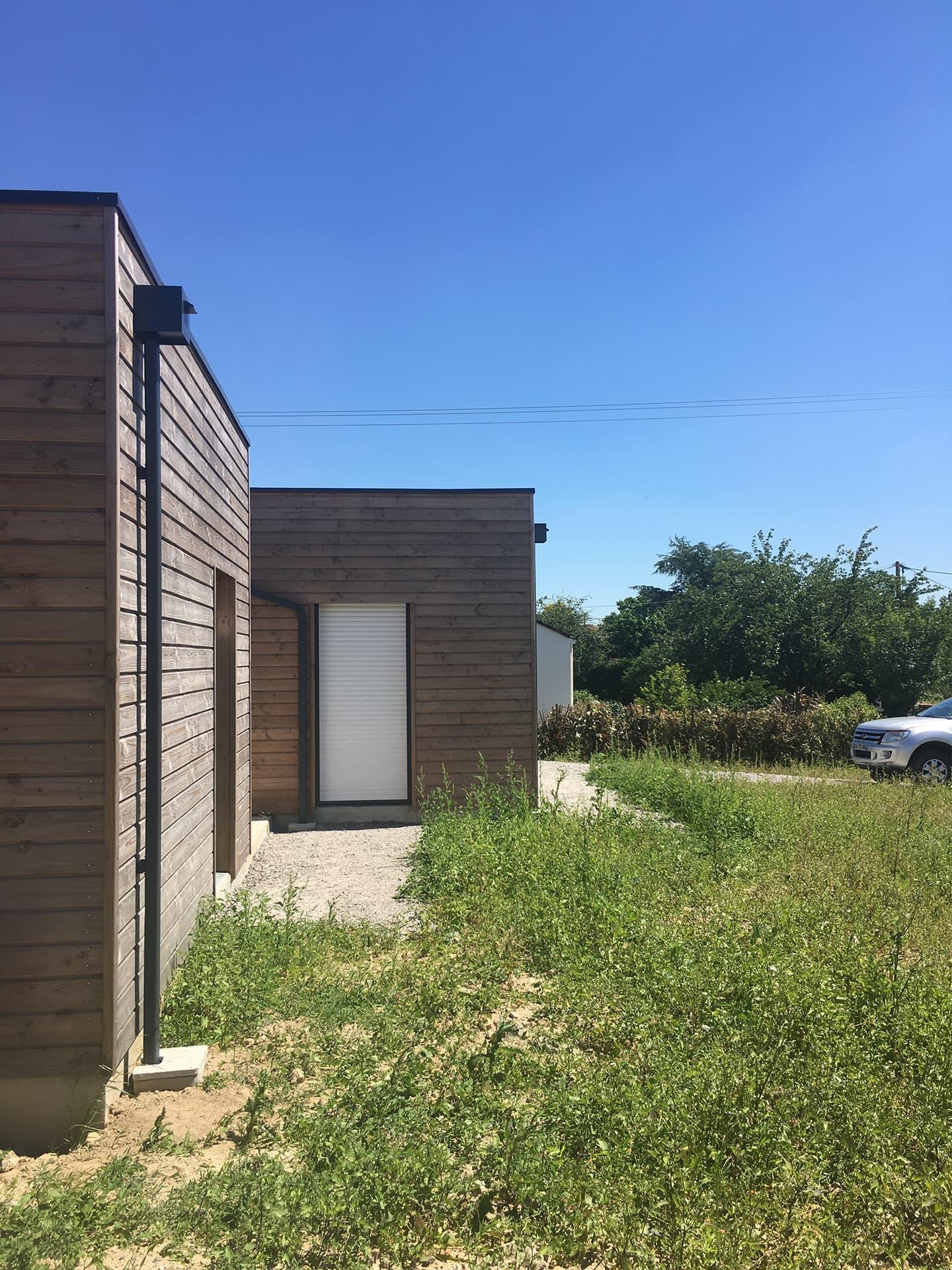 Maison en bois vue future terrasse bois - Permis de construire pour une maison en bois à Legé, proche Nantes