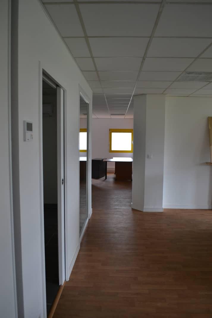 sainte luce sur loire interieure2 - Rénovation des façades et des bureaux d'un hangar industrielle à Saint Luce Sur Loire (44)