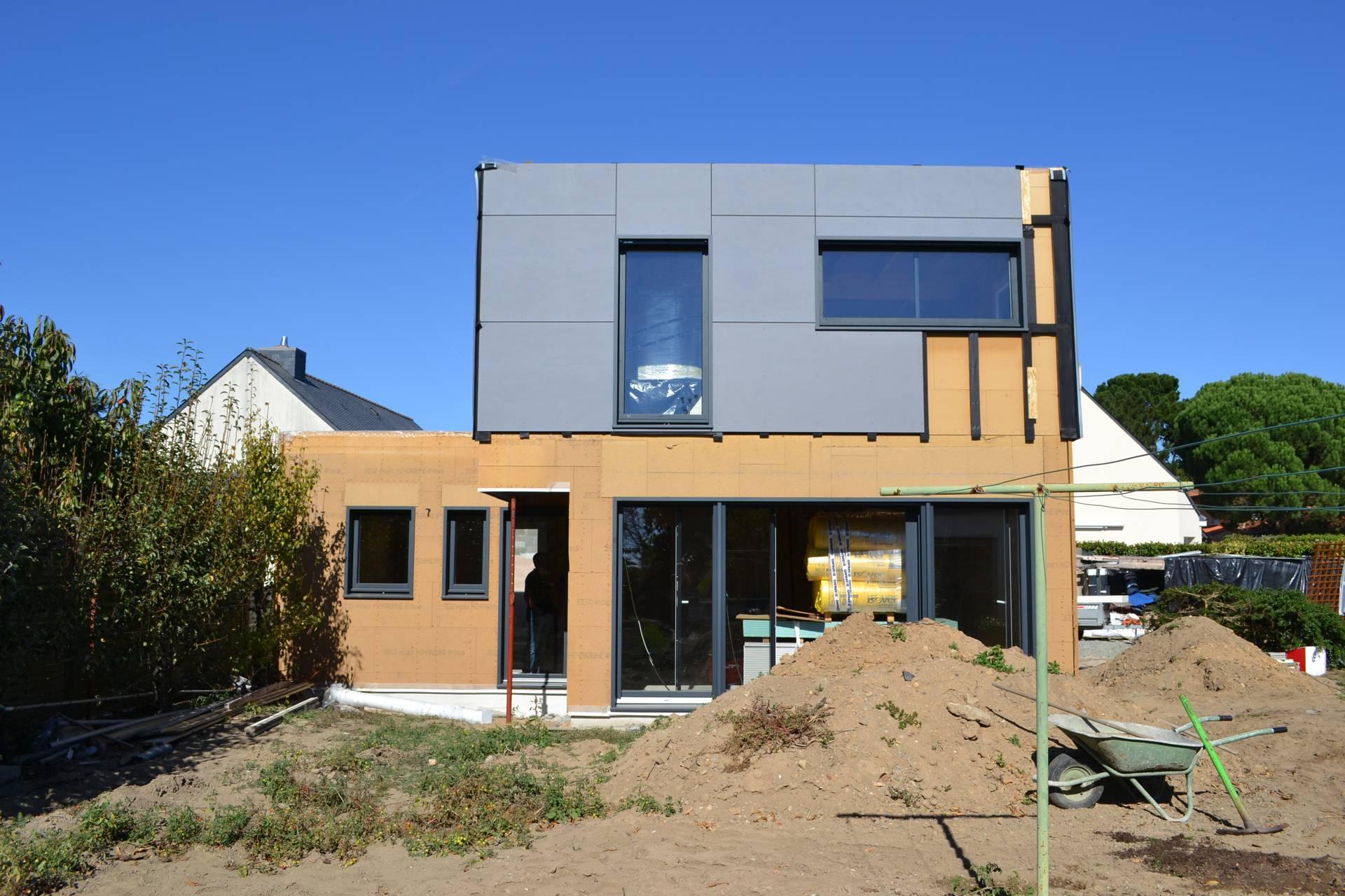 facade avant maison bois enduit bardage - Construction d'une maison en ossature bois Couëron, proche Nantes