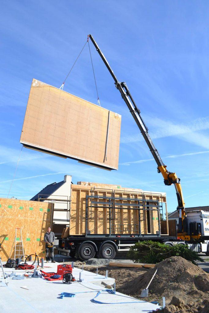 gruttage ossature bois 683x1024 - Autoconstruction : la maison bois en kit préfabriquée