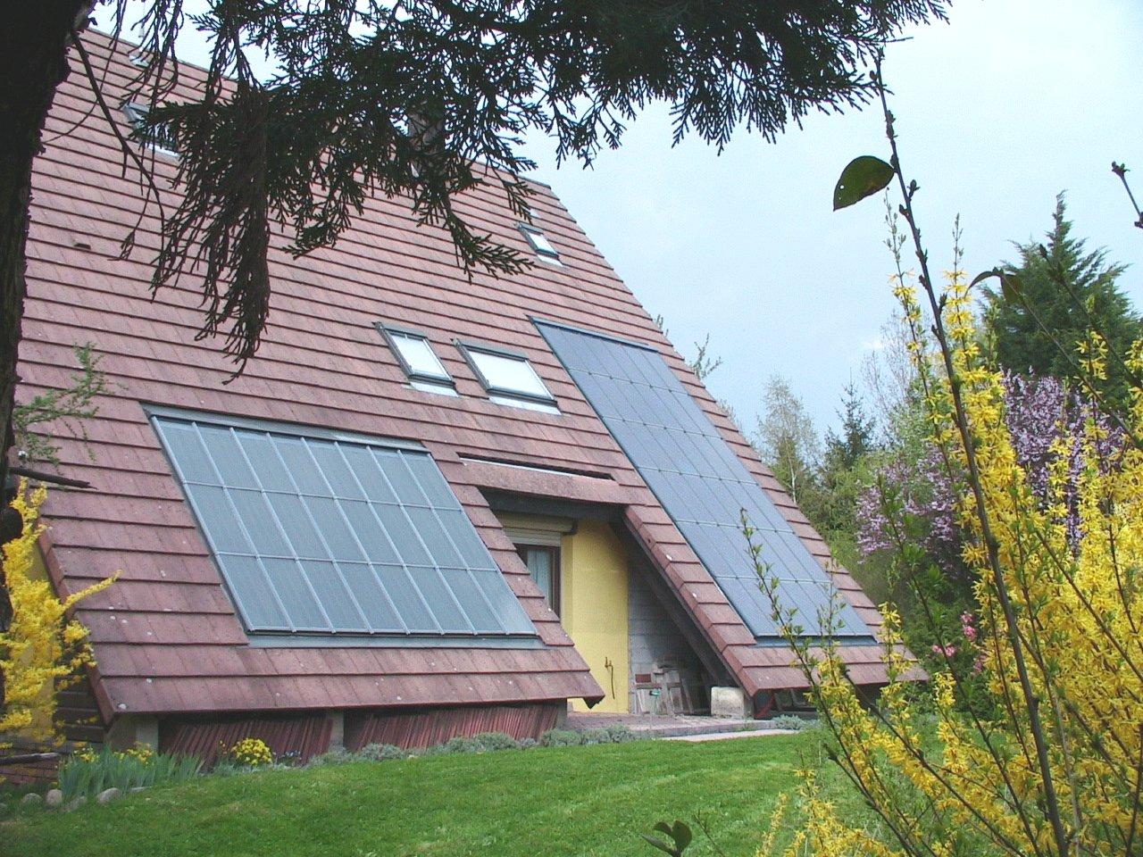 Panneaux solaires thermique et PV - Tout savoir sur la toiture photovoltaïque