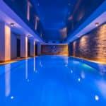 4 conseils pour bien construire et intégrer une piscine intérieure